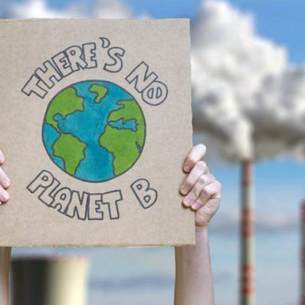 Klimaschutz Erde Demo Nicola Adobe Stock 262320063